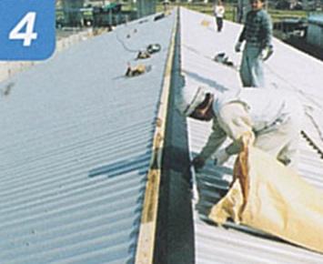 4.仮棟を取り付けて工事中の雨漏れを防ぐ。